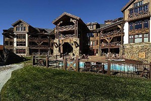 Westwall Lodge :: Crested Butte's exclusive mountainside luxury accommodations, & the perfect location for winter or summer! Studio, 2,3,& 4 bdrm residences. First class amenities and service!